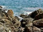 Rochers sur le bord de la méditérranée