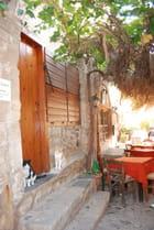 rue commerçante de la vieille ville de Monemvassia