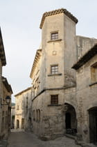 Ruelle dans le village des Baux de Provence