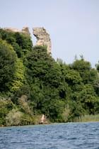 Ruine vue du Lac de Garde