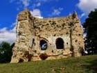 Ruines du donjon de Brionne