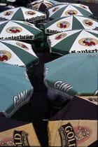 Sous les parasols