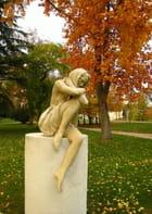 Statue en automne