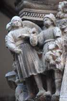 statues des colonnes du Palais du Recteur
