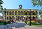 Superbe édifice colonial