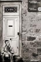 Un homme à sa porte...