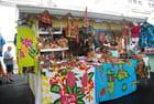 une boutique colorée