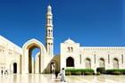 Une cour de la Grande Mosquée Qaboos