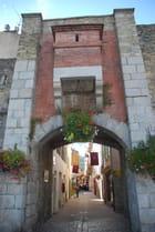 une porte d'entrée dans la ville de Prat de Mollo