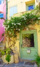 Une porte fleurie