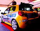 Véhicule de compétition Renault Clio.
