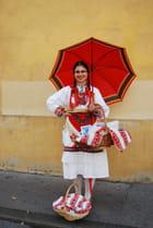 vendeuse Zagréboise en tenue régionale