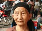 Vieille dame à Hanoi