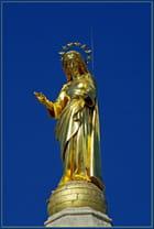 Vierge sur fond bleu