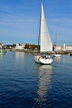Voilier sur le vieux-port de La Rochelle