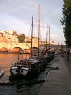 Voiliers amarrés sur la Seine