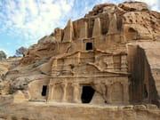 vestiges-ruines-petra-jordanie-1045689053-1181198