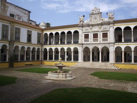 Université d'Evora
