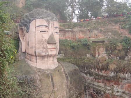 Grand bouddha du Mont Emai