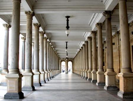 Sources et colonnades à Karlovy Vary