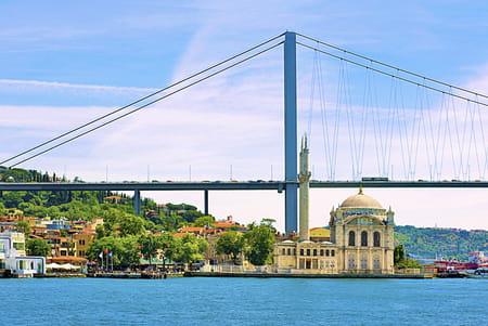 Le pont du Bosphore ou le premier pont du Bosphore