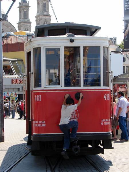 La rue Istiklal ou rue de l'indépendance