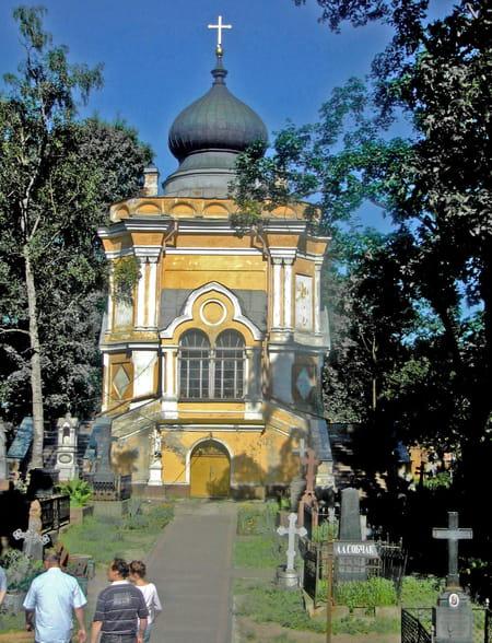 Les cimetières Saint-Lazare et Tikhvine