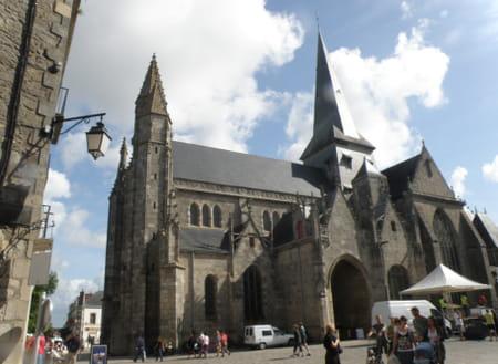 La collégiale Saint-Aubin