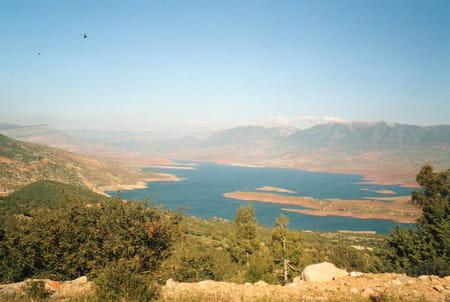 Le barrage et le lac de Bin-el-Ouidane