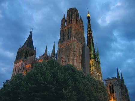 Vieilles rues et églises gothiques de Rouen