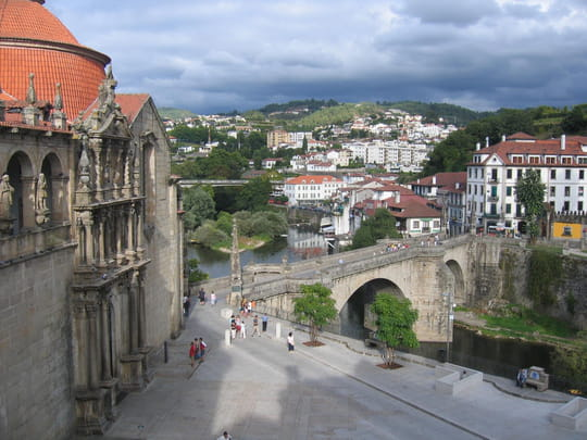 جمهورية البرتغال .. Autres-villes-amarante-portugal-1060517042-1111700