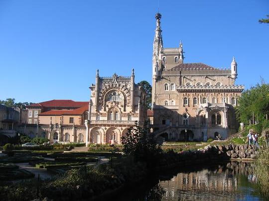 جمهورية البرتغال .. Batiments-et-institutions-chateaux-coimbra-portugal-5780755878-947663