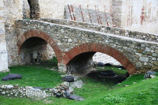 جمهورية البرتغال .. Chateaux-lisbonne-portugal-1074461374-1141316