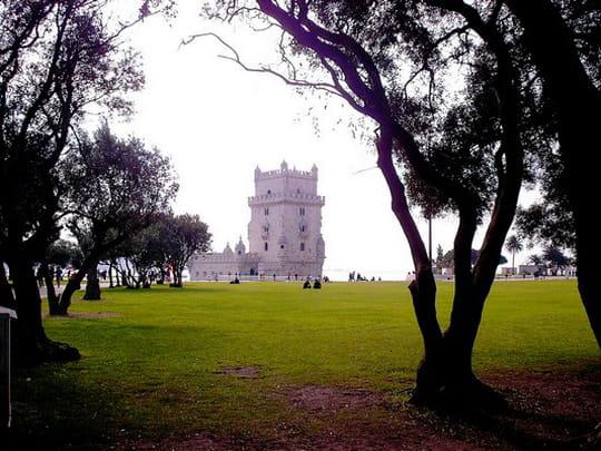 جمهورية البرتغال .. Chateaux-lisbonne-portugal-2633783222-479970
