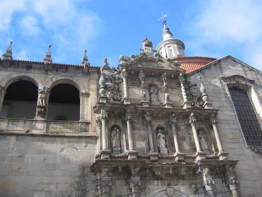 جمهورية البرتغال .. Eglises-amarante-portugal-1054696367-1112543