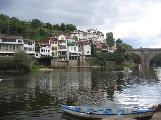 جمهورية البرتغال .. Fleuves-amarante-portugal-1264984989-1095539