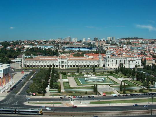 جمهورية البرتغال .. Jardins-prives-parcs-lisbonne-portugal-1860315204-827912