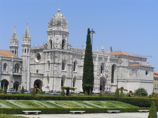 جمهورية البرتغال .. Monasteres-lisbonne-portugal-1382779429-1070849