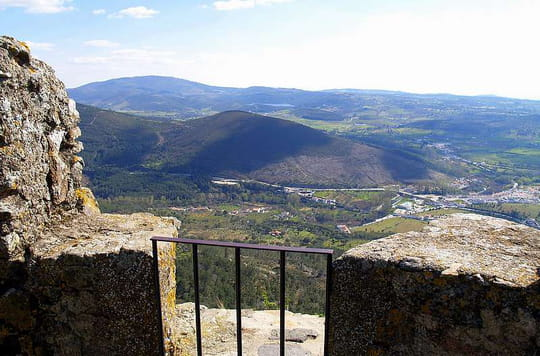 جمهورية البرتغال .. Panorama-castelo-de-vide-portugal-3087884784-946544