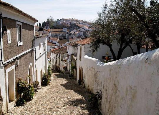 جمهورية البرتغال .. Ruelles-castelo-de-vide-portugal-5907403827-937167