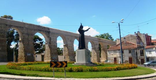 جمهورية البرتغال .. Statue-coimbra-portugal-1151926052-1184175