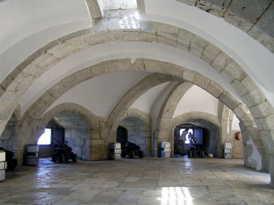 جمهورية البرتغال .. Tours-voutes-lisbonne-portugal-1370989003-1070856