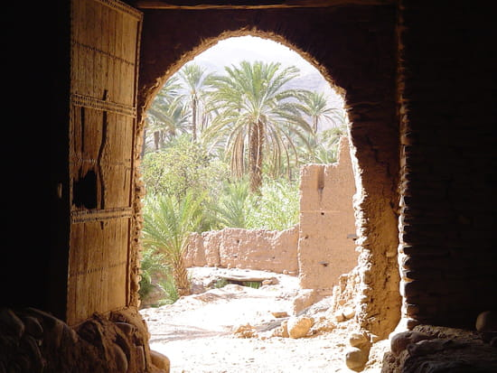 Porte d'une kasba au maroc