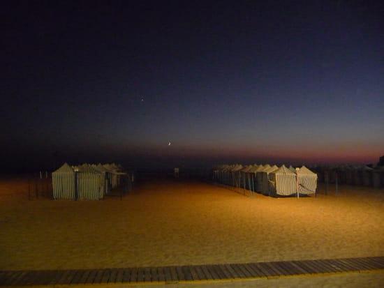 Plage de nazare - Les tentes sur la plage de nazaré(portugal) la nuit