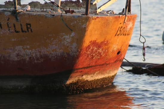 Le vieux bateau rouillé - Coucher de soleil sur l'étang de Berre