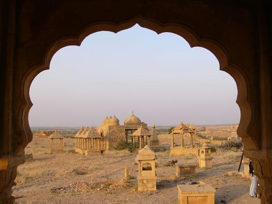 الهند ..جمال و حضارة من مختلف انواعها .. Cimetieres-jaisalmer-inde-6911432148-945415