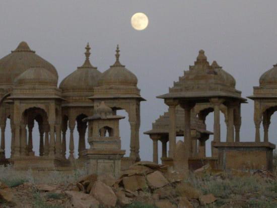 الهند ..جمال و حضارة من مختلف انواعها .. Cimetieres-lune-vestiges-ruines-jaisalmer-inde-3898431659-904112