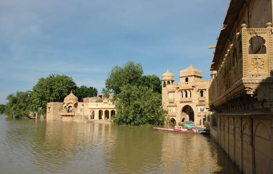 الهند ..جمال و حضارة من مختلف انواعها .. Etangs-temples-jaisalmer-inde-8005487323-875571