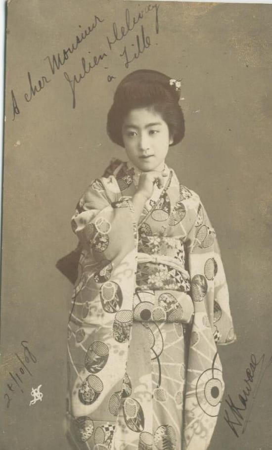Japon - Les Geisha  dans Photographies du monde d'autrefois femmes-folklore-portraits-de-studio-tokyo-japon-1105021490-1072361