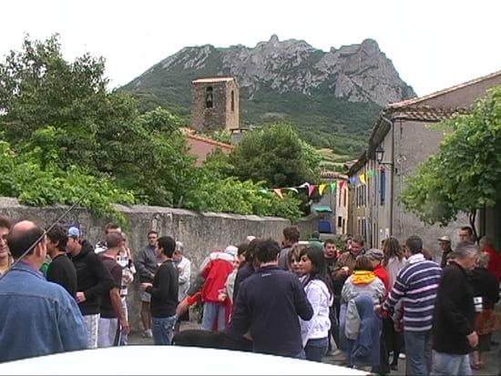 http://image-photos.linternaute.com/image_photo/550/fete-de-l-ete-bugarach-france-1173203626-1242700.jpg